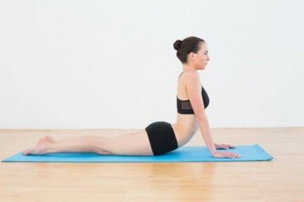 étirement abdominaux yoga position du cobra
